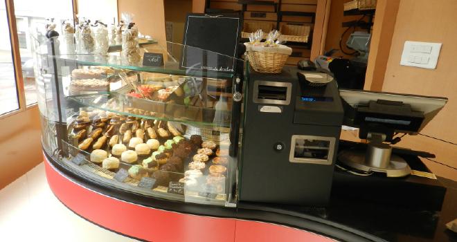 Une boulangerie 100 quip e par chrono mat riel le for Materiel patisserie
