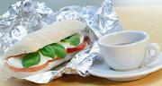 Le papier aluminium devait être considéré comme un produit alternatif écologique et pratique pour l'emballage du sandwich.