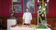 Patrice Ibarboure pose fièrement au milieu de son buffet à l'issue des finales organisées du 22 au 24octobre au Château de Ferrières-en-Brie (77). © Cook & Shoot by Aline Gérard