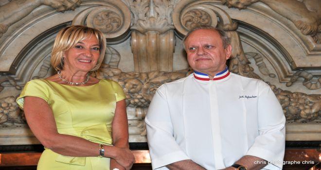 Marie-Odile Fondeur reçoit sa distinction à l'hôtel de Ville de Lyon - Credit : Chris photographe Chris