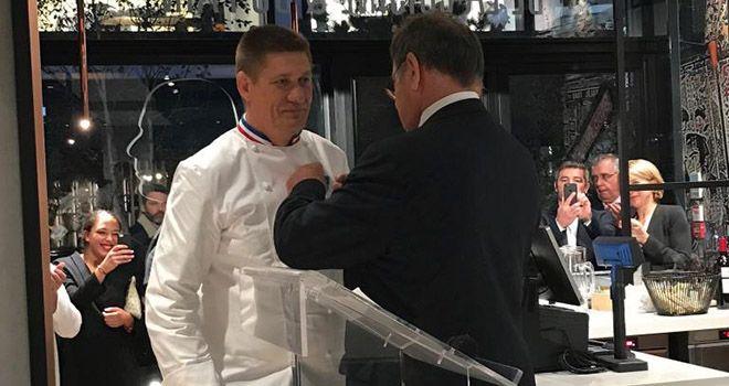Meilleur Ouvrier de France boulanger, Joel Defives a été décoré de l'Ordre National du Mérite par Jean-Pierre Crouzet.