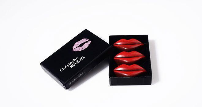 Parmi les produits emblématiques : le Kiss, un chocolat en forme de bouche qui se vend très bien, même au Japon