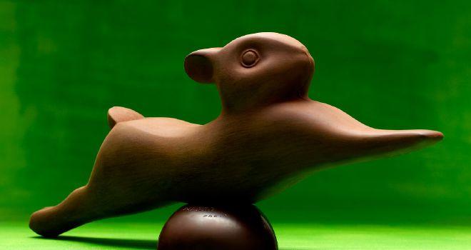 PIERRE HERMÉ rend hommage à François Pompon avec un lapin en chocolat pure origine Brésil